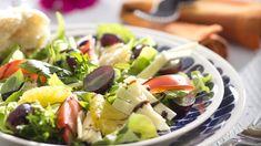 Juustosalaatti sekä kaunis että maukas. Appelsiini antaa salaatille raikkautta. N. 1,30€/annos*. Pasta Salad, Cobb Salad, Salads, Ethnic Recipes, Food, Crab Pasta Salad, Essen, Meals, Yemek