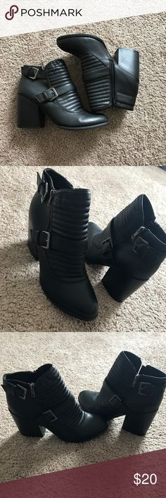 ▪️🔳Boohoo Bootie🔳▪️ Gently used Can be worn dressy or causal  Size 10 Boohoo Shoes Ankle Boots & Booties