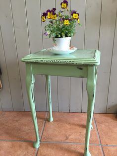 Side table painted in Vintro chalk paint 'Eden'
