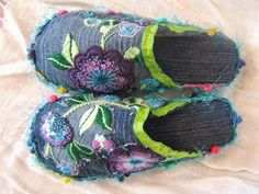 LaBelladiva: Make awesome slippers out of jeans! LaBelladiva: Make awesome slippers out of jeans! Diy Jeans, Recycle Jeans, Fabric Art, Fabric Crafts, Sewing Crafts, Sewing Projects, Artisanats Denim, Denim Shoes, Jean Crafts