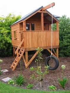 Building your little one a playhouse in the backyard will surely make them happy. There are a few things you should know before you build a playhouse for kids. Backyard Fort, Backyard Playground, Backyard For Kids, Kids Outdoor Play, Outdoor Play Spaces, Backyard Playhouse, Build A Playhouse, Playhouse Slide, Playhouse Interior