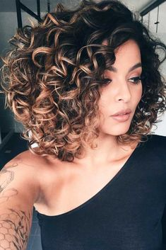 Shoulder length curly hair styles can be nice or elegant, but all of them have one thing in common, they are truly irresistible. Explore fresh looks here. #shoulderlengthcurlyhair #curlyhair #curlyhairstyles