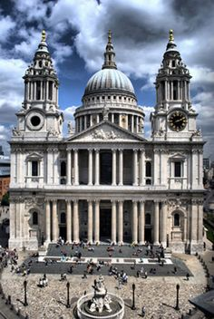 The foundation stone of the new St Paul's Cathedral in London Inglaterra was laid on this day June, The Cathedral was designed by Sir Christopher Wren and the site faced that of the church destroyed in the Great Fire of London in 1666 Student Tours, Architecture Antique, Great Fire Of London, London View, London Landmarks, Cathedral Church, Anglican Cathedral, Canterbury Cathedral, Landscape Photography