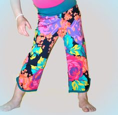 retro capris- leggings, pants. funky and fun. vintage floral print. jersey knit. trendy and comfy! knit waistband.