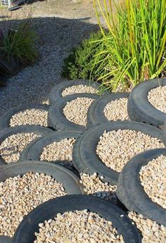Trendy garden art ideas projects old tires ideas Landscaping Retaining Walls, Small Backyard Landscaping, Gabion Retaining Wall, Landscaping Ideas, Steep Hillside Landscaping, Backyard Trees, Landscaping Plants, Tire Garden, Garden Art