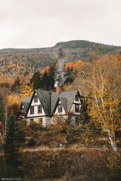 Beautiful Homes, Beautiful Places, Cute House, Autumn Home, Early Autumn, Autumn Forest, Fall Winter, My Dream Home, Countryside