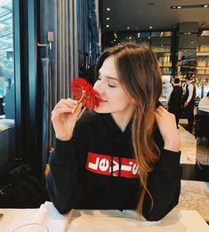 Vintage Lace Gowns, Alina Boz, Lawyer Fashion, Turkish Women Beautiful, Girls Dpz, Turkish Actors, Celebrity Gossip, Girl Photos, Sexy