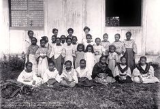 Surigao, 1901 #kasaysayan #pinoy #classpicture Class Pictures, Group Pictures, Old Pictures, Old Photos, Mindanao, University Of Wisconsin, Vintage School, National Archives, Primary School