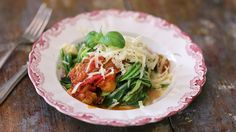 Squashspagetti med rostad tomatsås