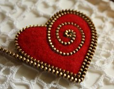 Tutorial for making a felt and zipper heart brooch PDF. $20.00, via Etsy.