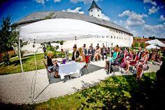 Hochzeit Manuela & Michael Standesamt Grieskirchen - Landschloss Parz Hochzeits im Freien - vor dem Schloss Parz - wunderschön