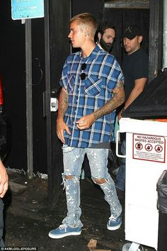 Justin Bieber Covers Tracy Chapman & for BBC Live Lounge - Watch Now!: Photo Justin Bieber is all smiles while heading out of Doheny Room with some friends after partying on Wednesday night (August in West Hollywood, Calif. Justin Bieber Outfits, Justin Bieber Style, Justin Bieber Fashion, Kids Clothes Patterns, Clothing Patterns, Kids Clothing, West Hollywood, Teen Boy Fashion, Mens Fashion