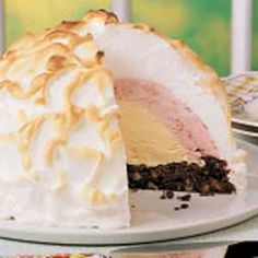 Recipes for Baked alaska that you will be love it. Choose from hundreds of Baked alaska recipes! Ice Cream Desserts, Köstliche Desserts, Frozen Desserts, Ice Cream Recipes, Delicious Desserts, Dessert Recipes, Sweet Desserts, Frozen Treats, Baked Alaska Recipe