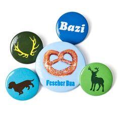 """""""Buttonset Bua 9,90€  Das urige Buttonset verschönert jede Tasche. Am Revers getragen ist es ein charmantes, bayerisches Statement."""""""
