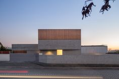 Completed in 2017 in Avanca, Portugal. Images by ITS – Ivo Tavares Studio. . The Site The lot, where the house is inserted, have a non-regular shape, longitudinal and perpendicular to the street Dr. Egas Moniz, Avanca. The...