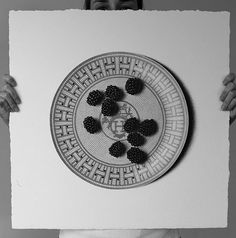 Sembrano fotografie, in realt� sono disegni. Ecco la food art di CJ Hendry realizzata con una biro e un foglio (FOTO)
