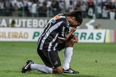 Ronaldinho netted a hat-trick to help Atletico Mineiro to a 6-0 win over Figueirense.