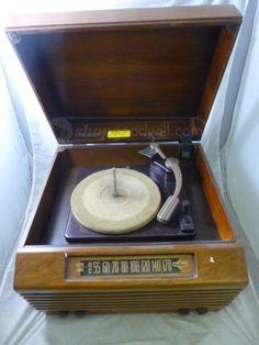 Vintage Olympic 6-611 Tube Radio / Record Player