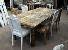 großer Tisch für 8 Personen aus alten Bohlen