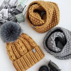 Loom Knitting Stitches, Knitting Paterns, Easy Knitting, Knit Patterns, Loom Hats, Crochet Baby Sandals, Knit Beanie Hat, Knitting Accessories, Crochet Yarn
