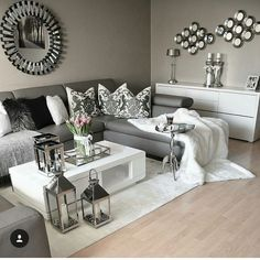 How to Style a Coffee Table in Your Living Room Decor | www.livingroomide