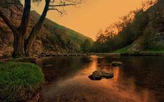 озеро, вода, закат, пейзаж, деревья, лес, горы, камни, дерево, гора, трава, отражение, небо, природа