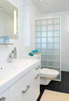 Modern plastered house, interior design, bathroom. Kivitalo, sisustussuunnittelu, kylpyhuone. Stenhus, inredningsdesign, badrum.