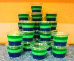 Just in time for the Super Bowl, Seattle Seahawks jello shots. Super Bowl 2015, Super Bowl Sunday, Seattle Seahawks, Croissants, Fun Drinks, Yummy Drinks, Party Drinks, Alcoholic Beverages, Mixed Drinks