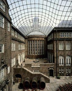 Deutschland, Hamburg  Museum für Hamburgische Geschichte, Innenhof-Glasüberdachung