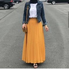 Source by outfits muslim Modest Fashion Hijab, Modern Hijab Fashion, Street Hijab Fashion, Casual Hijab Outfit, Hijab Fashion Inspiration, Hijab Chic, Muslim Fashion, Skirt Fashion, Fashion Outfits