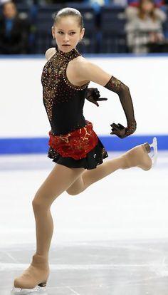 Julia Lipnitskaia, World Junior Figure Skating Championships 2012 -Black Figure Skating / Ice Skating dress inspiration for Designs. Yulia Lipnitskaya, Figure Ice Skates, Figure Skating Costumes, Black Figure, Ice Skaters, Ice Dance, Figure Skating Dresses, Ice Princess, Outfits