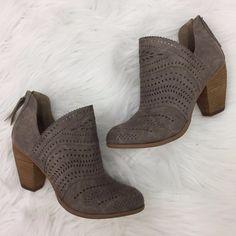 STRUT WITH ME BOOTIE - $63 . . . #sotd #booties #fallfashion #ontrend #apricotlanedesmoines #shoplocal #shopaldm #apricotlaneboutique