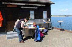 Der Hafen von Gager – ein wunderbarer Ort zum Malen auf Rügen   Malschüler im Hafen von Gager (c) FRank Koebsch (1)