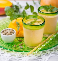Mango Lassi - pyszny azjatycki deser! #mangolassi #deser #intermarche Mango Lassi, Cantaloupe, Panna Cotta, Fruit, Ethnic Recipes, Food, Dulce De Leche, Essen, Meals