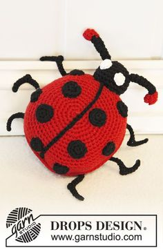 "Free pattern: Crochet DROPS lady bug in ""Cotton Light"". ~ #DROPSDesign #Garnstudio #Crochet"