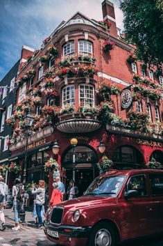 Pub in London, England Great Britain, London England, Sunnies, Times Square, Travel, Viajes, Sunglasses, Shades, Trips