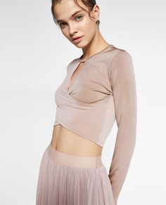 CROSSOVER CROPPED TOP