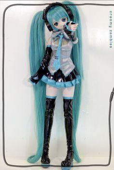 Hatsune Miku Doll: ME WANT!!!!!!!!!!!!!!