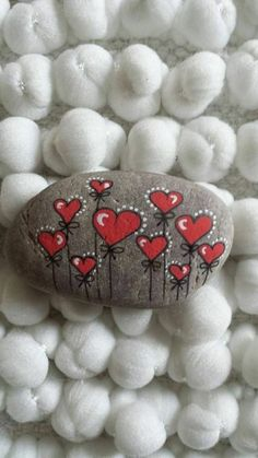 Creative diy painting rock for valentine decoration ideas 7 - Rockindeco Painted Rock Ideas - Do you need rock painting ideas for spreading rocks around your neighborhood or the Kindness Rocks Project? Painted rocks have become one of the most addictive c Pebble Painting, Pebble Art, Stone Painting, Diy Painting, Heart Painting, Painting Flowers, Stone Crafts, Rock Crafts, Arts And Crafts