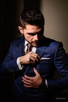 Noivo veste Terno Azul  por Ermenegildo Zegna. Dicas de Ternos par aNoivos                                                                                                                                                      Mais