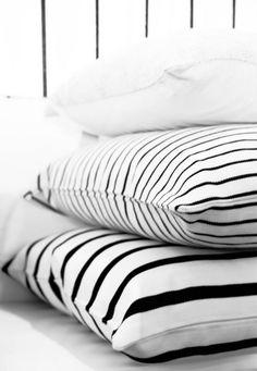 black and white stripe pillows Black And White Interior, Black White Stripes, White Cottage, Home Bedroom, Bedrooms, Bedroom Decor, Home Interior, Kitchen Interior, Color Negra