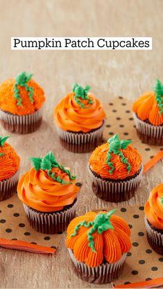Bolo Halloween, Halloween Baking, Halloween Desserts, Fall Desserts, Halloween Treats, Thanksgiving Cupcakes, Holiday Cupcakes, Pumpkin Cupcakes, Autumn Cupcakes