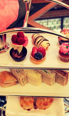 5 Fabulous Afternoon Teas to Warm Up with in New York City - Americans have embraced all things British - from the Royals to Harry Potter to high tea. The latter is a time-honored afternoon tradition that has become somewhat of a weekend ritual in New York. Whether you are looking for a bit of solitude, some gossip with the girls, or fun with the family, there's a tea time out there for you.