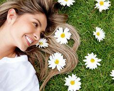 Gesunde haare bekommen mit natürlichen Mitteln. Tipps für natuerliche Haarpflege durch Ernaehrung. Mit diesen 5 Mitteln bekommst du glänzende, gesunde Haare