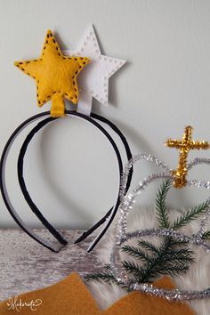 The Makerista: Simple DIY Felt + Pipe Cleaner Crowns