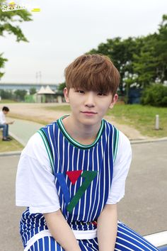 "SEVENTEEN - Woozi ""At the moment I got caught while taking photos secretly, a work of art created"""