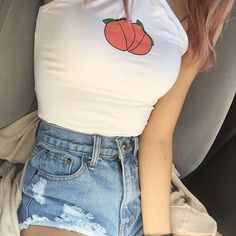 Cute outfit. Highwaisted shorts. Cropped tank top. Peach. Teen fashion. Summer outfits