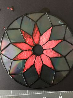 Breathe new life into one by repurposing an old CD as a fun and easy sun catcher. Recycled Cds, Recycled Art Projects, Recycled Crafts, Diy Craft Projects, Old Cd Crafts, Fun Arts And Crafts, Cd Diy, Dollar Tree Decor, Mosaic Diy