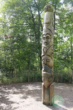 La totem, avant les cabanes perchées / The totem, before the treehouses playgrounds