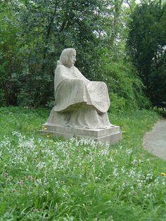 Ernst Barlach (1870-1938) - Mutter Erde im Park der Gertrudenkapelle in Güstrow
